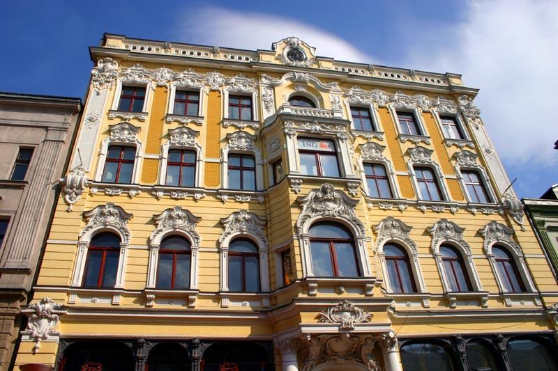 Sunny facade on Piotrkowska