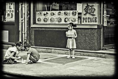 children-playing-paris