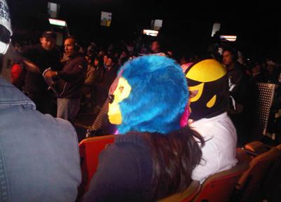 lucha-libre-fans-crowd
