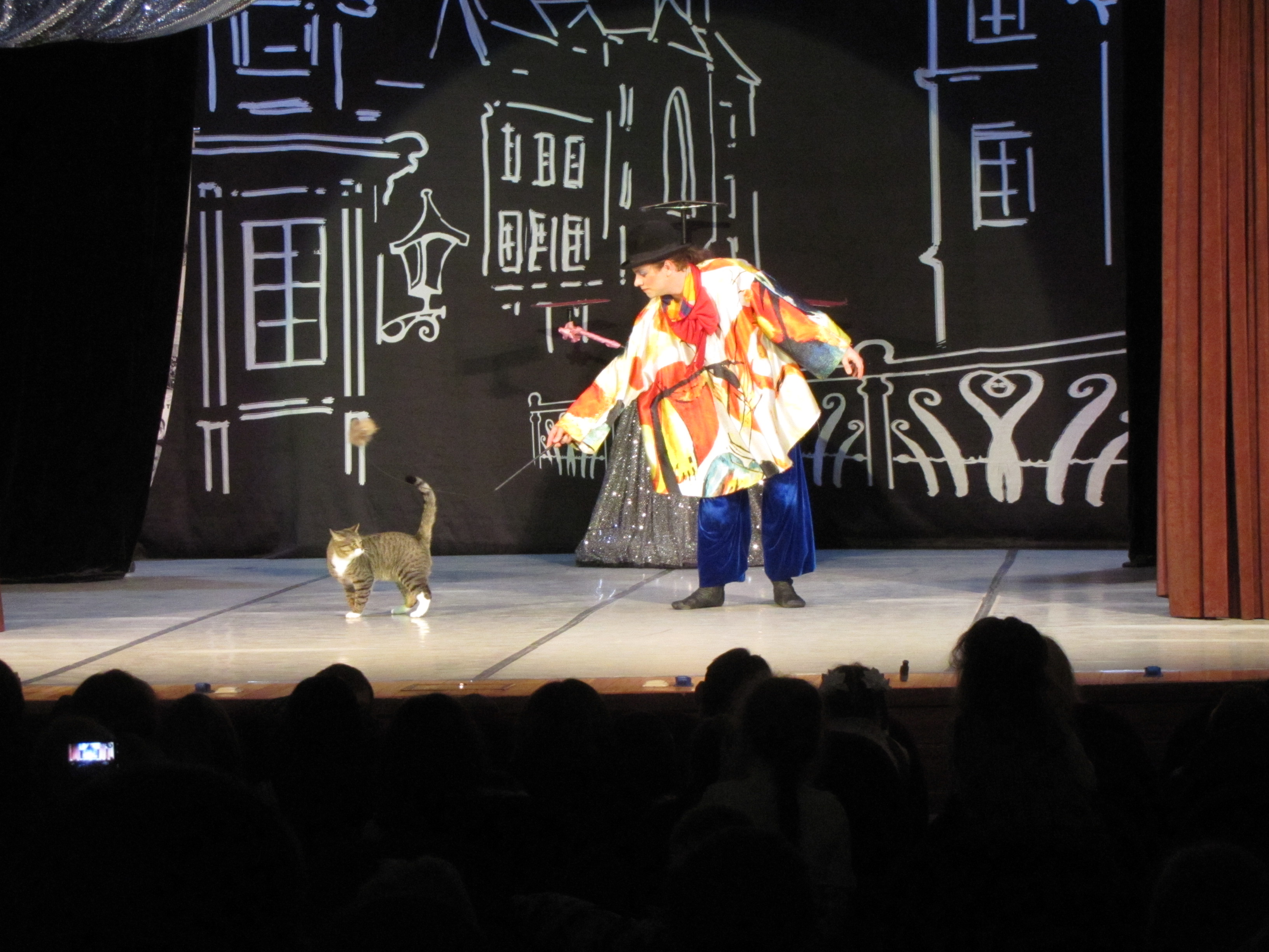 Moscow circus, nightlife, bars and hipsters