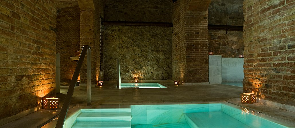 Liquid pleasure at the arabic  baths (Photo credit: Aire de Barcelona).