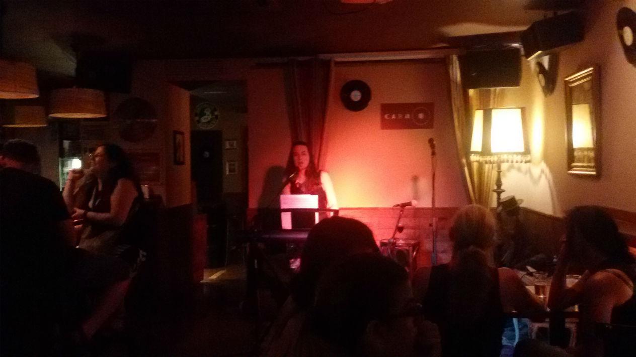 Craft beer and a concert at Cara B bar in Gracia