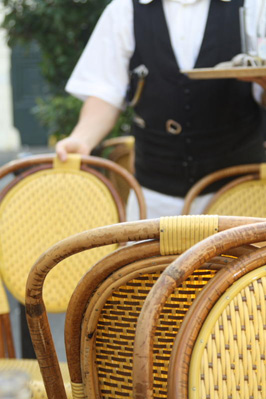 1-parisien-waiter