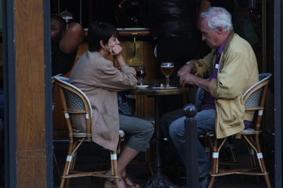 5-paris-cafe-couple-beer
