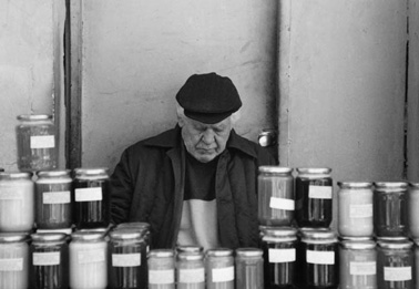 zhenski-pazar-market-trader