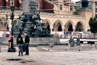 rynek-statue-miszkiewicz