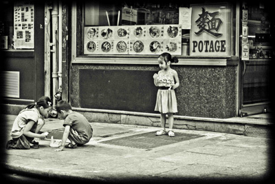 children-playing-paris