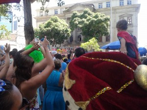 There's a king obstructing my view at the Fogo e Paixao bloco