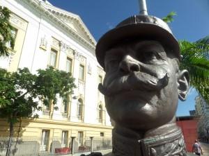 Fan-tash-tic statue