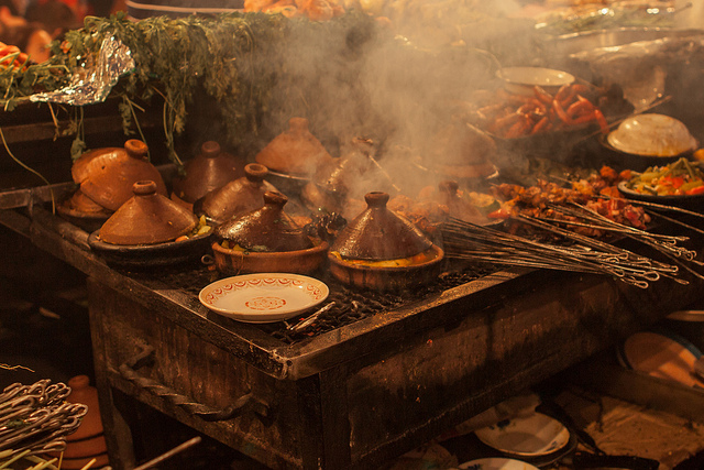 Place Jemaa el-Fna - Aicha n°1 - SuperCar-RoadTrip.fr. Local foods and tagines cooking in the Jemaa el Fna marketplace.