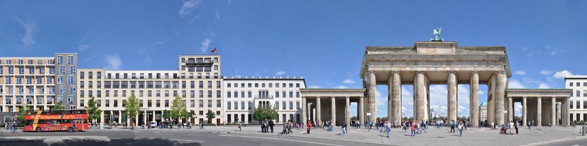 Berlin_BrandenburgGate_01
