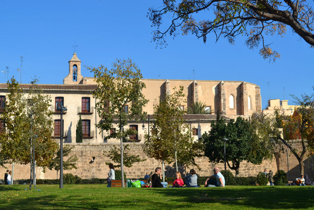 Chilling out in the Turia gardens