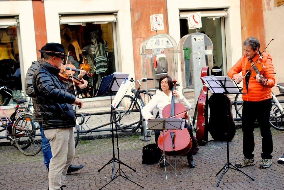 Street music in Verona