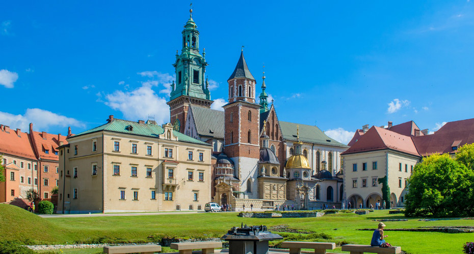 A scenic stroll in the Wawel Castle grounds