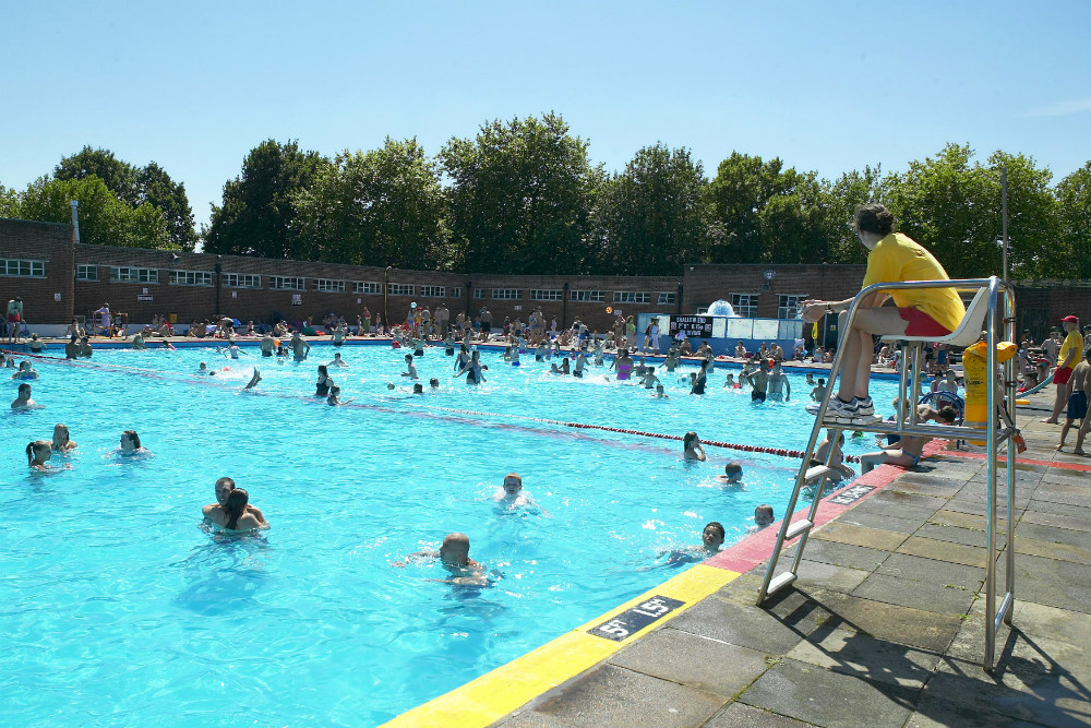 Choose between the ponds and the lido (Photo by City of London Corporation).