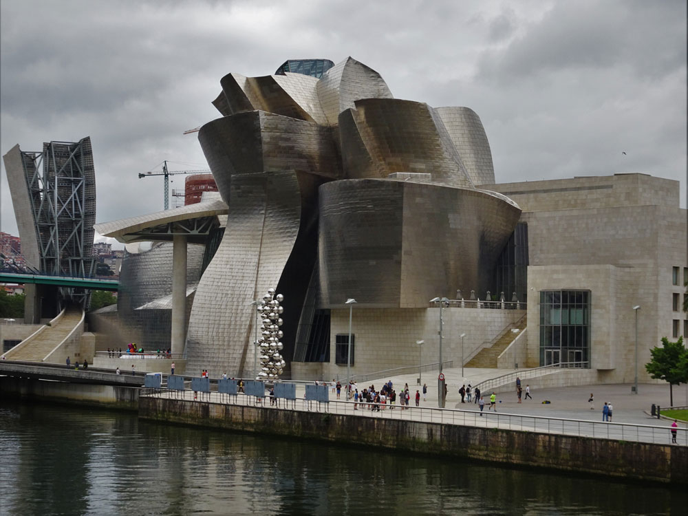 A glimpse of Gehry's Guggenheim...
